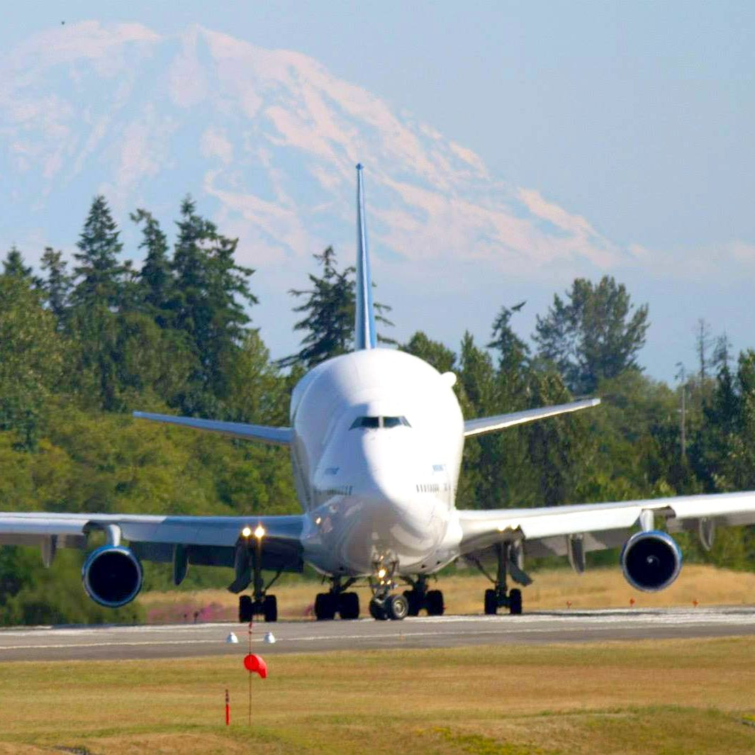 WindermereNorth_Mukilteo_ Modified 747 to transport 787 parts to Boeing's factory at Paine Field